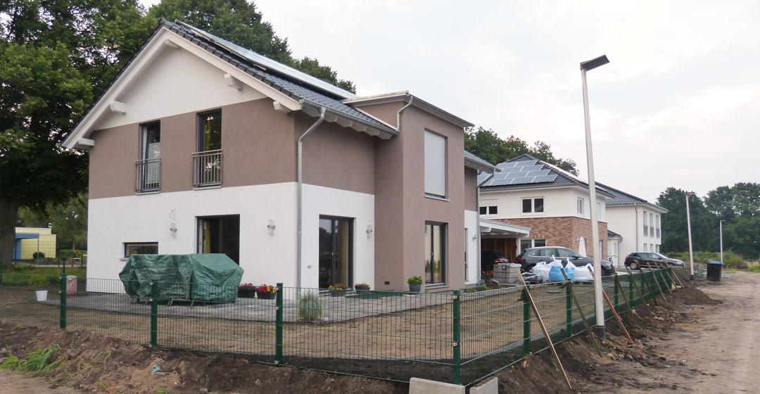 Gartengestaltung zaun maulwurfvlies rasen suckf ll bautagebuch aus dem solardorf in norderstedt - Gartenmauer hang ...