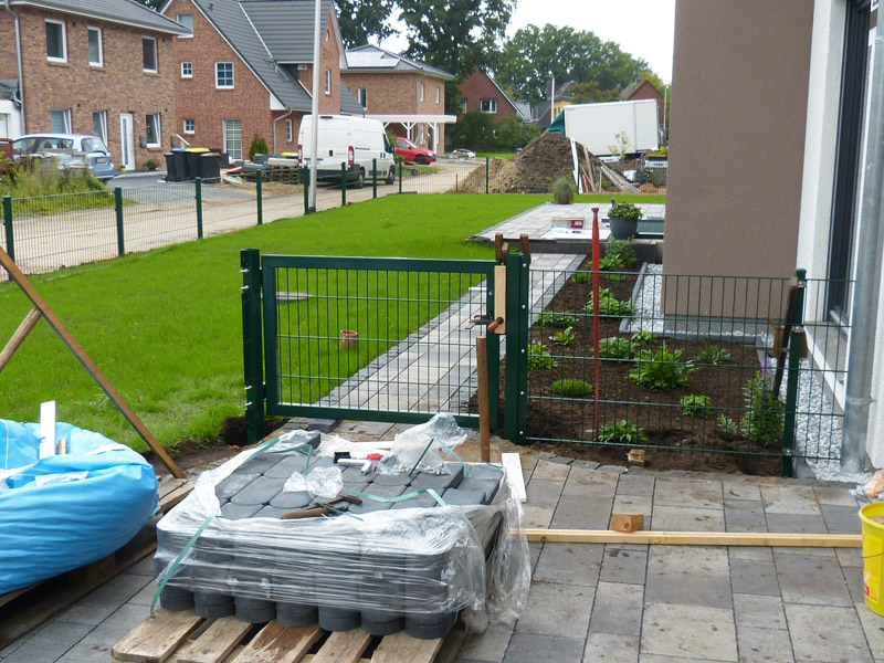 Gartengestaltung: restarbeiten zaun, kiesbett mit beleuchtung ...
