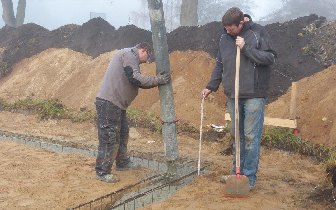 Die bodenplatte suckf ll bautagebuch aus dem solardorf for Streifenfundament carport