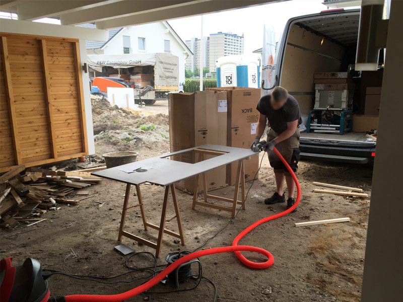 zuschnitt arbeitsplatte suckf ll bautagebuch aus dem solardorf in norderstedt. Black Bedroom Furniture Sets. Home Design Ideas