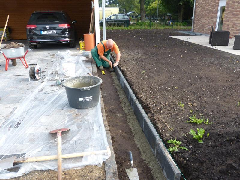 Gartengestaltung Zaun Maulwurfvlies Rasen Suckfüll Bautagebuch