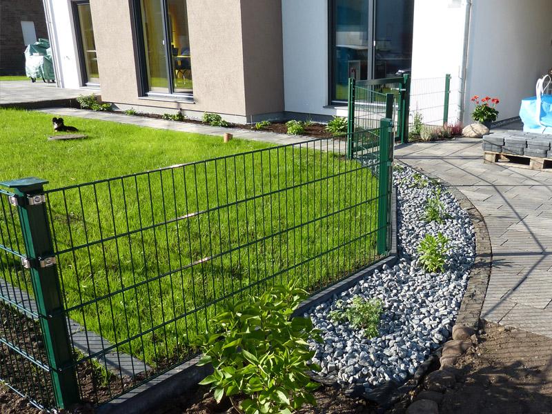 Gartengestaltung Restarbeiten Zaun Kiesbett Mit Beleuchtung